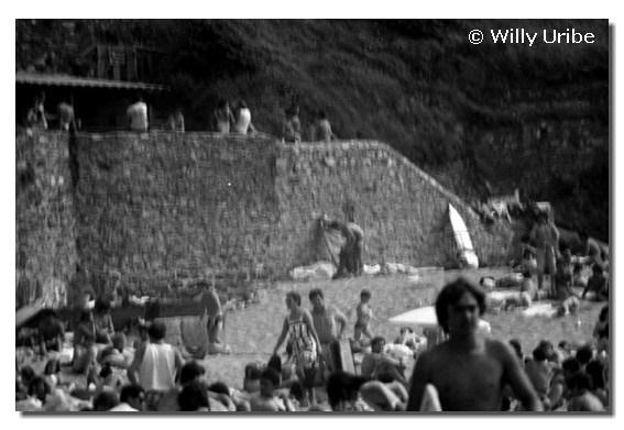 Chiringuito y muro del Pasillo, hacia 1986. Sopela. Euskadi. WU PHOTO © Willy Uribe