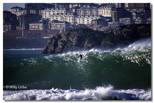 Surf Santa Marina, Cantabria. WU PHOTO © Willy Uribe
