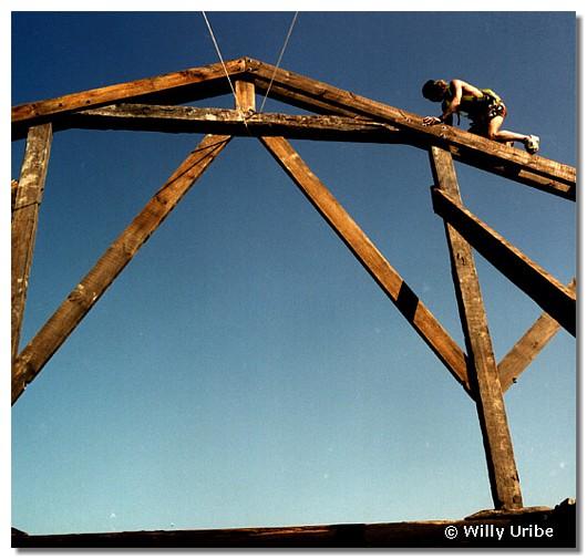 Estructura de vigas de madera. WU PHOTO © Willy Uribe
