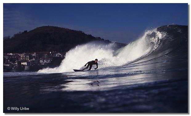 Txako Moro. Surfing Mundaka, Euskadi. WU PHOTO © Willy Uribe