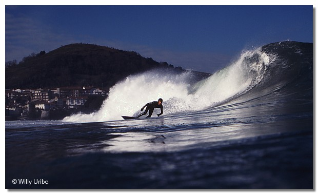 Txako Moro. Surfing Mundaka, Euskadi. WU PHOTO © Willy Uribe