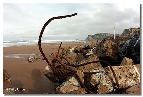 Escombros en la playa de Sopelana, Euskadi, 2010.