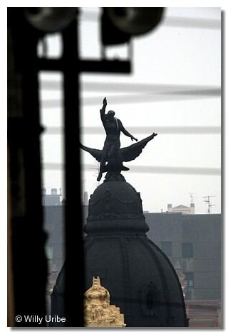 El Ave Fénix sobre Bilbao. WU PHOTO © Willy Uribe