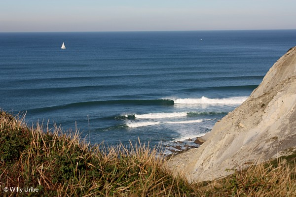 Refracción de olas olas en Meñakoz. Basque Country. WU PHOTO © Willy Uribe