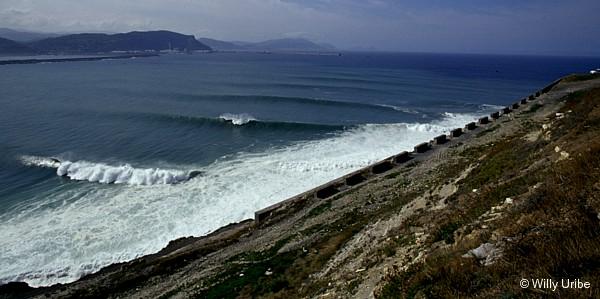 Olas en La Galea. Getxo. Basque Country. WU PHOTO © Willy Uribe