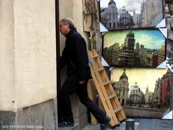 Rastro de Madrid. Spain. Escalera y puerta. WU PHOTO © Willy Uribe