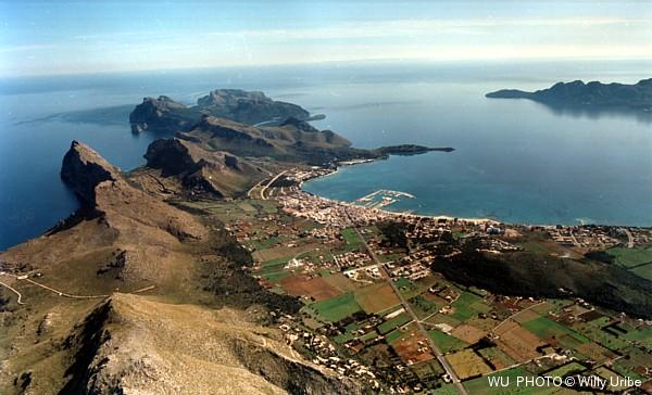 Bahía de Pollença y península de Formentor. WU PHOTO © Willy Uribe