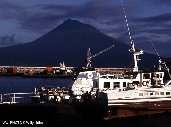 Volcan de Pico desde Faial. Islas Azores. WU PHOTO © Willy Uribe