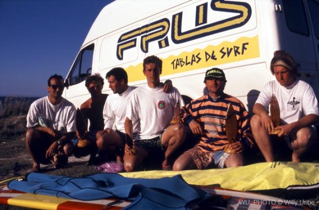 Surfistas gallegos en Razo. Década de los 80. Historia del surf en España