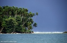 Costa de la isla de Nias. Indonesia. WU PHOTO © Willy Uribe