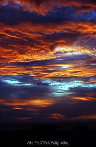 Ocaso. Atardecer. Cantábrico. WU PHOTO © Willy Uribe Archivo Fotográfico Reportajes