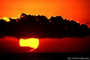 Sunset. Zicatela. Oaxaca. WU PHOTO © Willy Uribe Archivo fotográfico Reportajes