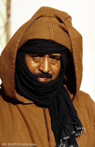 Hombre con turbante y chilaba. Sahara Occidental. WU PHOTO © Willy Uribe Archivo Fotográfico Reportajes