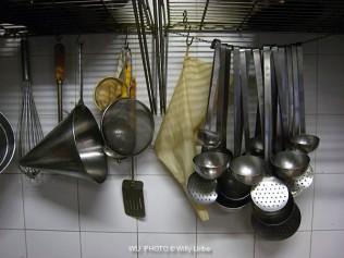 Menaje de cocina en un restaurante. WU PHOTO © Willy Uribe Archivo fotográfico Reportajes