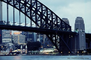 Sydney bridge. Puente de Sidney. Australia. WU PHOTO © Willy Uribe