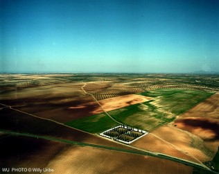 Cementerio en Tierra de Barros. Extremadura. WU PHOTO © Willy Uribe
