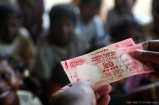 Money. India. WU PHOTO © Willy Uribe Archivo Fotográfico Reportajes