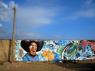 Muro, poste y graffiti. Salinas. Asturias. Spain. WU PHOTO © Willy Uribe Archivo Fotográfico Reportajes