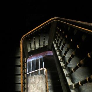 Viejas escaleras de madera en Bilbao. WU PHOTO © Willy Uribe Archivo fotográfico Reportajes