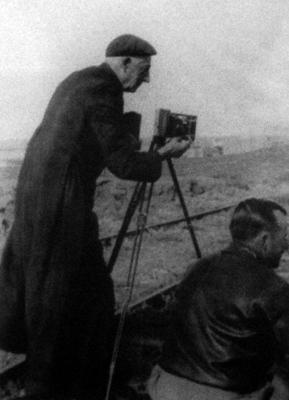 Introducción a la fotografía étnica de la Patagonia.  A. Prieto y  Rodrigo A. Cárdenas. 1997. Santiago de Chile. Patagonia Comunicaciones. Andros Impresores.