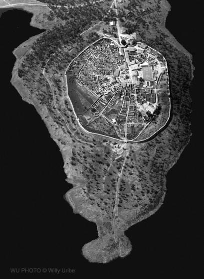 España. Nuevo mapa geográfico político geopolítico histórico. WU PHOTO © Willy Uribe